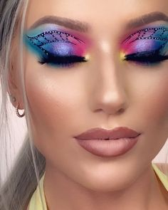 Holographic butterfly 🦋 Inspired by Makeup Eye Looks, Eye Makeup Art, Colorful Eye Makeup, Beautiful Eye Makeup, Crazy Makeup, Cute Makeup, Eyeshadow Makeup, Crazy Eyeshadow, Fairy Makeup