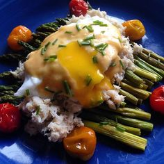 crab (1) a poached egg (2) hollandaise (2) chives (0) and roasted ...