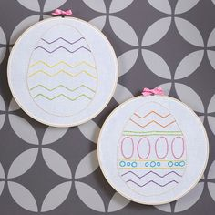 Easter Egg Embroidery Art - Simple embroidery patterns make this colorful Easter egg decoration a breeze. Get our patterns, available below, and print out.