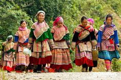 Besides the attractive valley, Bac Son possess the beauty in people and culture as well. The district is inhabited by the Tay ethnic people and their traditional stilt houses.