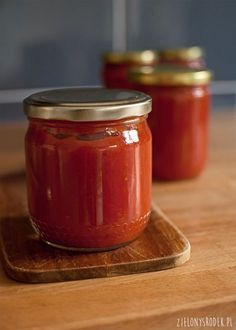 the simplest tomato puree - the green center - przetwory - Wurst Vegetarian Recipes, Cooking Recipes, Love Eat, Ketchup, Preserves, Salsa, Jar, Vegan, Simple