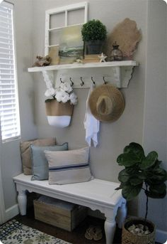 Simple And Effective Interior Home Design Solutions - Helpful Home Decor Tips Living Room On A Budget, Small Living Rooms, Living Room Shelves, Shabby Chic Bedrooms, Shabby Chic Decor, Cheap Home Decor, Diy Home Decor, Decor Room, Bedroom Decor