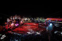 Uma das maiores atrações do Rock In Rio foi a tirolesa! A galera enfrentou uma fila grande só pra sentir a adrenalina de sobrevoar a multidão no Palco Mundo.