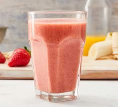 Strawberry smoothie Chocolate Strawberry Smoothie, Raspberry Smoothie, Nutritious Smoothies, Fruit Smoothie Recipes, Juicer Recipes, Vegan Smoothies, Green Goddess Smoothie, Mango Cream, Fruit Ice Cream