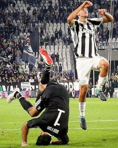 "139 mentions J'aime, 1 commentaires - Juventus (@juve99s) sur Instagram : ""🗯🗯Hope that he did not get injured from this victory celebrated 😂😂 Gianluigi Buffon, Superman 👋🏼👋🏼…"""
