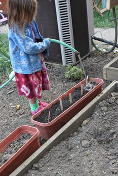 Container gardening is another way of giving a child a small garden plot to work with. Outdoor Play Spaces, Outdoor Fun, Patio, Backyard, Kids Diet, Gardening Tips, Container Gardening, Kids Corner, Free Food