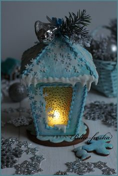 Пряничный фонарь. Gingerbread Cookies, Christmas Cookies, Snow Globes, Cake Decorating, Biscotti, Holiday, Inspiration, Decorated Cookies, Wafer Cookies