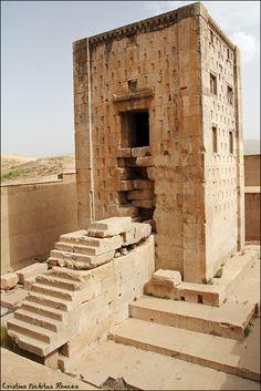 http://nichitus.ro © Cristina Nichitus Roncea. Naqsh-e Rustam Tombs, Persepolis. Travel in Iran.