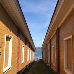 Garage Doors, Blanket, Outdoor Decor, Photography, Home Decor, Photograph, Decoration Home, Room Decor, Fotografie