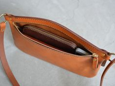 Discover recipes, home ideas, style inspiration and other ideas to try. Leather Belt Bag, Leather Tooling, Leather Purses, Leather Wallet, Leather Gifts, Leather Bags Handmade, Handmade Bags, Large Bags, Small Bags