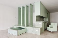 Hemos finalizadola obra de reforma de unavivienda de 70m2 ubicada en la calle Casanovade Barcelona. La intervenciónpretende compactar habitación, cocina y baño en un espacio reducido para compa…
