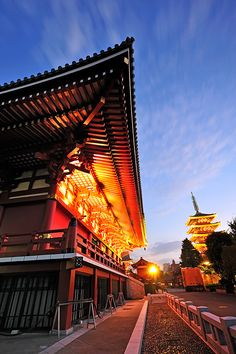 Sensoji Temple, Asakusa, Tokyo #travel #japan http://www.way-away.com/travel-itineraries/japan/japan-in-14-days-for-independent-travellers/?wahash=bc4c27595dcfdf5f2552cea96b659be6