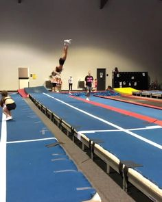 Gymnastics Moves, Gymnastics Tricks, Tumbling Gymnastics, Amazing Gymnastics, Acrobatic Gymnastics, Cool Cheer Stunts, Cheer Routines, Dancer Workout, Cool Dance Moves