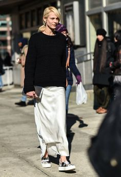 Trendy how to wear black skirt casual ideas Street Style Outfits, Look Street Style, Mode Outfits, Street Chic, Casual Outfits, Fashion Outfits, Sweater Outfits, Fashion Mode, Star Fashion