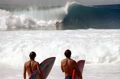 Surfing holidays is a surfing vlog with instructional surf videos, fails and big waves Vintage Surfing, Surf Vintage, Retro Surf, Beach Aesthetic, Summer Aesthetic, Summer Feeling, Summer Vibes, Surfing Tumblr, Photowall Ideas