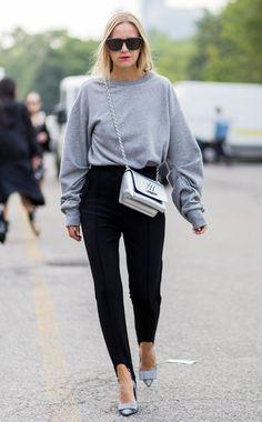 Die Fashion-Kombi der Stunde: Steghose plus Glamourpumps. Hier an Bloggerin Celine Aagaard.
