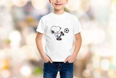 Camiseta infantil Snoopy com o woodstock pequenininho nas costas