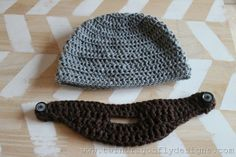 This crochet beard pattern is easy to make and add to a hat for a fun, whimsical look that keeps your face extra warm in winter. Crochet Beard Hat, Crochet Beanie Pattern, Crochet Baby Hats, Crochet Patterns, Hat Patterns, Crochet Crafts, Crochet Yarn, Easy Crochet, Crochet Projects