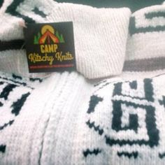 undergroundbunny added a photo of their purchase Knit Pillow, Cable Knit, Pillow Covers, Pillows, Knitting, Trending Outfits, Handmade Gifts, Etsy, Vintage