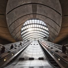 Canary Wharf Station, London.  Photo by Alisdair Miller Photography Gear, Inspiring Photography, Commercial Photography, Photo Art, Architecture Design, Louvre, Urban, London, Lighting