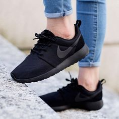 new arrival f818c de117 Nike Roshe One Black sneakerdepartment Nike Gratis Sko, Sorte Sneakers,  Trendy Sko,