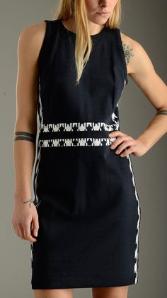 Contrast detailing navy blue shift dress featuring round neck, back zip fastening, sleeveless, golden hardware, slim fit, 72% polyester 23% rayon 5% spandex.