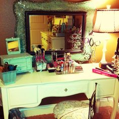 My make-up table :)