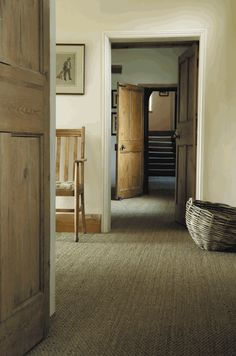 Soils dress in sisal - Trendy Home Decorations Seagrass Carpet, Sisal Carpet, Interior And Exterior, Interior Design, Dining Furniture, Home Decor Inspiration, Sweet Home, New Homes, Decoration