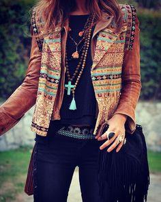 L A Y E R E D • S T A C K E D @mytenida #blogger #fashion #gold #cropped #brown #leather #jacket #jewellery #fashionista #boho #nude #instafashion #hippie #bohemian #native #wanderlust #hippielove #boholife #denim #fabulous #lookoftheday #style #luxury #summer #spring #surfergirl #namaste #black #fringe #leatherbag