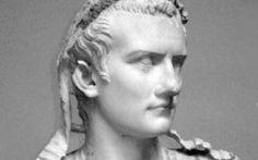 """Alcune follie di Caligola, dal cibo al cavallo All'imperatore romano Caligola sono state attribuite infinite stranezze, qualcuna inventata o esagerata, la maggior parte, tuttavia, del tutto reale. Caligola, come è noto, ebbe un rapporto """"speciale #caligola #imperatoriromani #roma"""
