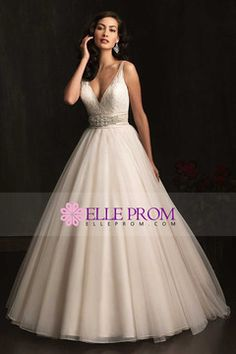 V Back V Neck Ball Gown Lace & Tulle Chapel Train Wedding Dress. Officially my dream wedding dress. Bodice Wedding Dress, Wedding Dress Train, Wedding Dresses With Straps, Wedding Dresses 2014, Wedding Attire, Bridal Dresses, Lace Bodice, Gown Wedding, Tulle Wedding