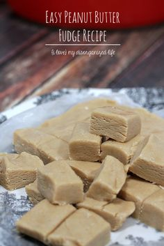 With just 5 ingredients and 30 minutes, you can make the most delicious and easy peanut butter fudge recipe! With a rich and creamy texture and intense peanut butter flavor, you can't eat just one. #nobakefudgerecipe #fudgerecipe #easypeanutbutterfudge