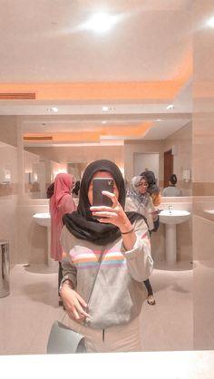 Stylish Hijab, Casual Hijab Outfit, Ootd Hijab, Hijab Chic, Hijabi Girl, Girl Hijab, Aesthetic Photo, Aesthetic Girl, Girly Pictures