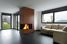 Es muss nicht immer ein Holzboden sein, auch Fliesen können dem Wohnzimmer eine warme Atmosphäre verleihen. #fliesen #homestory #homestoryde #home #interior #design #inspiring #creative #advice #tipps #wand