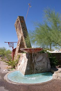Taliesin West Fountain by Frank Lloyd Wright, Scottsdale, Arizona - Wright's winter home and studio Urban Architecture, Organic Architecture, Amazing Architecture, Architecture Images, Industrial Architecture, Japanese Architecture, Frank Lloyd Wright Style, Frank Lloyd Wright Buildings, Gaudi