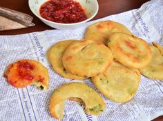 Plăcinte cu ceapă verde preparate la tigaie - Rețete pentru toate gusturile Fruit, Food, Essen, Meals, Yemek, Eten