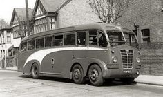 1939 Leyland 'Gnu' with Duple body Notice the 4 wheel steering set up - a forerunner to the Tyrrell six-wheeler Formual 1 Gran Prix cars Classic Trucks, Classic Cars, Bus City, Train Truck, Bus Coach, London Transport, Bus Conversion, Classic Motors, Transporter