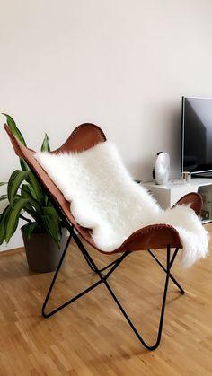 Der Butterfly Sessel Aus Braunem Leder Ist Das It Piece Im Wohnzimmer Von  Marjolène.