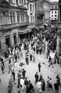 Rua Direita com a rua 15 de Novembro, a partir do Largo da Sé, São Paulo – década de 40  Hildegard Rosenthal