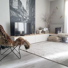 - HOME - Pffff...ik plof op de bank nu. Fijne avond allemaal! #myhome#homes#nordic#scandinavian#vintage#eclectic#interior#interiordesign#interiores#inredning#instahome#inspiration#inspo#binnenkijken#interiorstyling#homedesign#interiör#nordiskehjem#hemma#mystyle#white#whiteliving#interiorandhome#homedecor#homestyling#boho#interior4all#bohemian#vintagestyle#kleed#