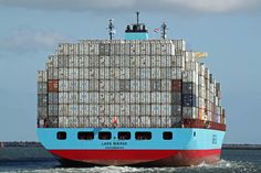 Enormous Maersk freighter! Maersk Line, Kittens Cutest Baby, Merchant Marine, Trains, Packers And Movers, Tug Boats, Sea And Ocean, Great Lakes, Water Crafts