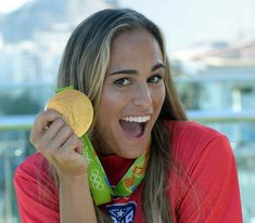 Monica Puig wins the gold medal in singles at the Rio 2016 Olympic Games. I admire Monica because she is the first athlete to win a gold medal for Puerto Rico. Monica Puig, Puerto Rican People, Olympic Winners, Tennis Players Female, Puerto Rican Recipes, Ballet Fashion, Rio Olympics 2016, Tennis Stars, Saints