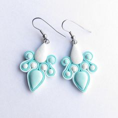 These soutache inspired earrings were made from Fimo polymer clay. On white teardrop is holograpgic glitter that makes those ariings more statement. The