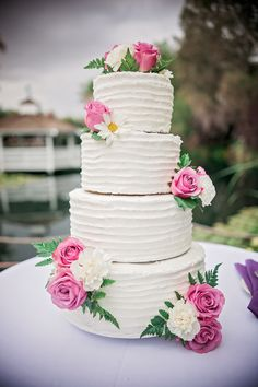 Trend Alert Crown Cake Toppers Get The Look Crown Cake Crown And Wedding Cake