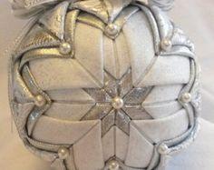 Items similar to Beautiful folded fabric Ornament on Etsy Quilted Fabric Ornaments, Quilted Christmas Ornaments, Beaded Ornaments, Christmas Fabric, Handmade Christmas, Christmas Tree Ornaments, Ball Ornaments, Fabric Balls, Homemade Ornaments