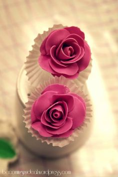 How to make gumpaste roses. Great for Valentine cupcakes.
