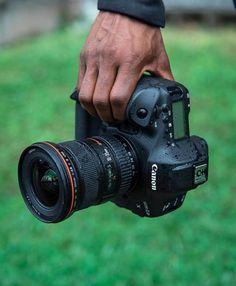 Photography Cheat Sheets, Photography Camera, Video Photography, Amazing Photography, Drones, Camara Canon Eos, Dslr Or Mirrorless, Rain Photo, Antique Cameras