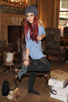 Ariana Grande Pantyhose | ariana_grande_pantyhose_tights_trying_shoes.jpg