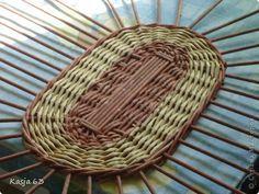 Плетение Ещё один способ плетения овального дна дно сплетённое таким способом не ведёт Трубочки бумажные фото 2