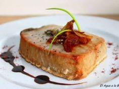 Atùn sellado con sal gruesa perfumadas con algas y chalotas confitadas en vino